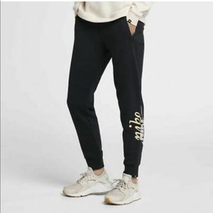 ✔️ NWT✔️ NIKE Sportswear metallic Rally pants